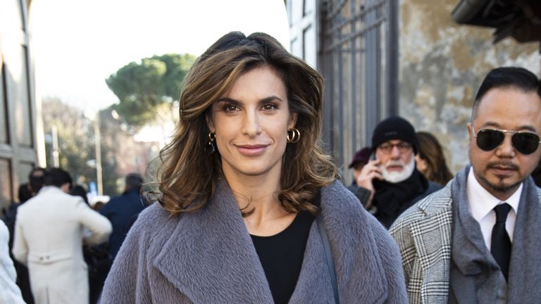 Il taglio medio di Elisabetta Canalis è il più trendy del 2020!